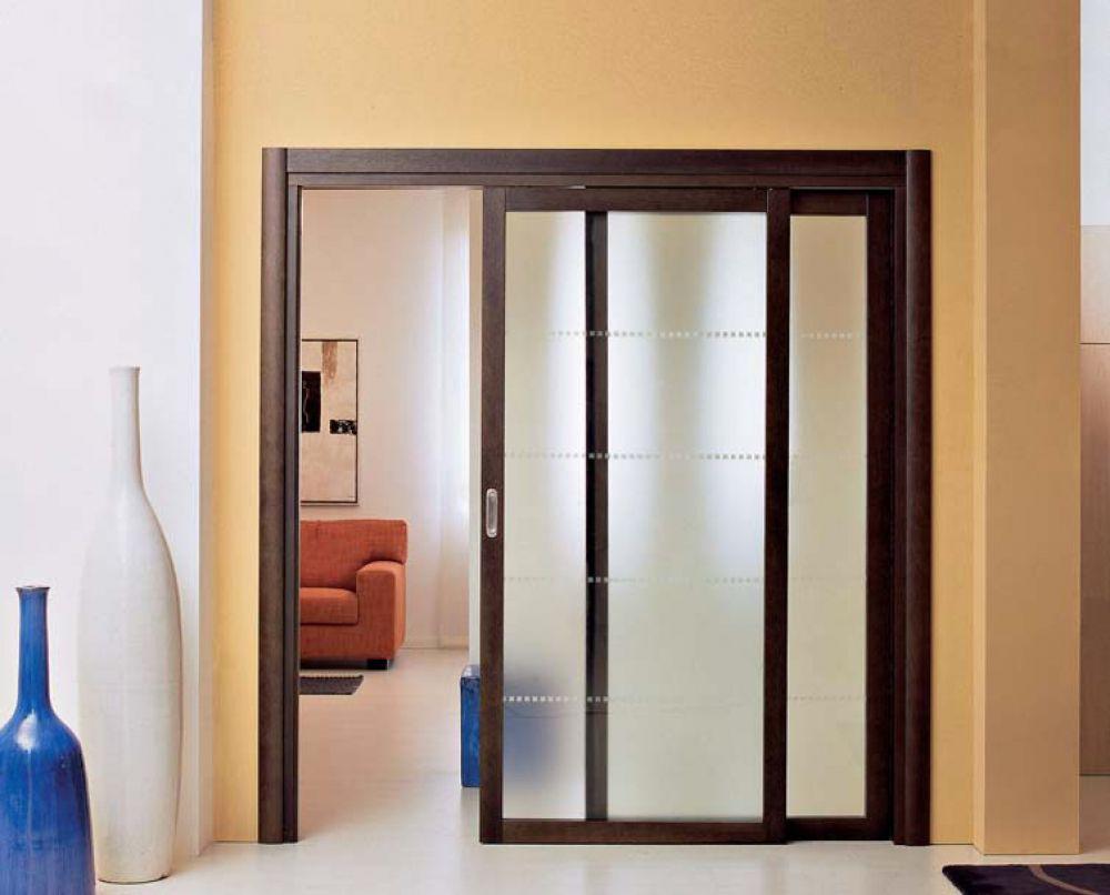 Porta scorrevole in legno di rovere e vetro satinato spazio - Porte interne in vetro scorrevoli ...