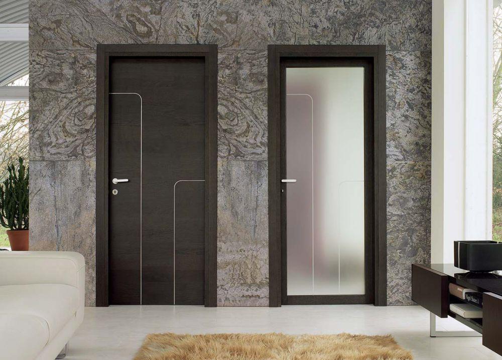 Porte a battente in rovere e vetro satinato bianco for Ambienti interni moderni